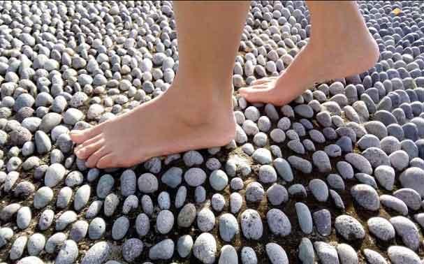 Refleksi injak batu alam