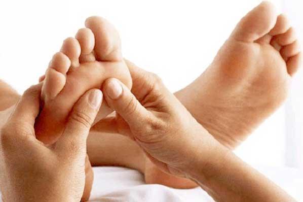 Menjaga kesehatan tubuh dengan pijat refleksi
